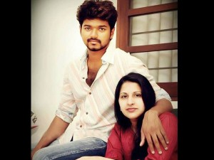 Vijay & His Wife Image