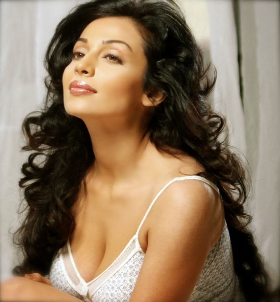 Flora Saini  HD Wallpaper